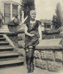 1920s-stockings-FlapperIdaho-PD-259x300