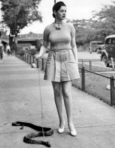 Burlesque-dancer-Zorita-walking-her-snake